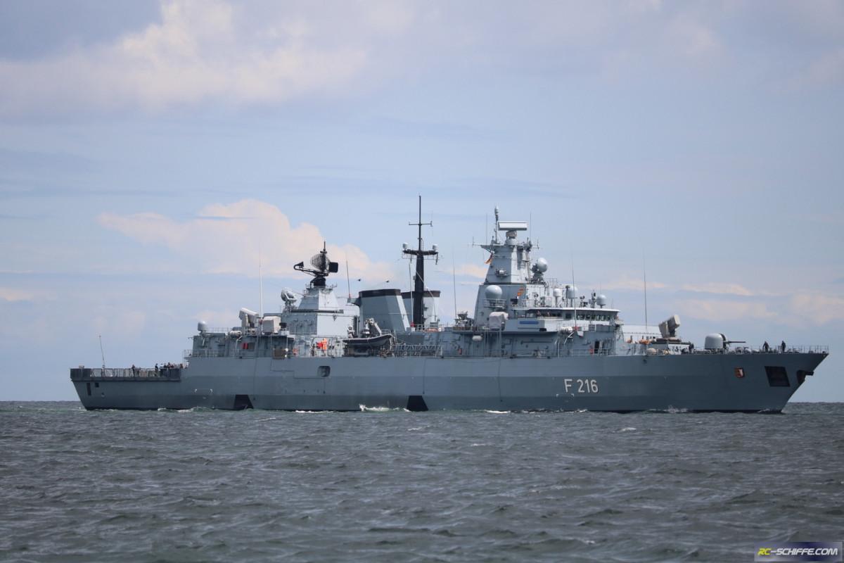 Fregatte Schleswig-Holstein einlaufend Kiel