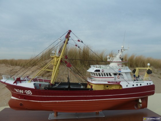 Dutch beamtrawler KW88 Pelikaan scale 1/75