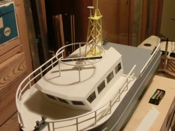 Forenmodell FCS in halber Größe, jetzt mit Reling und Radar