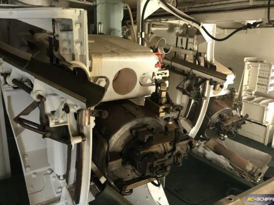 Im Geschützturm HMS Belfast. Da Läuft ein Video und der Turm wird beim Abfeuern durchferüttelt, Rauch kommt hoch, klasse