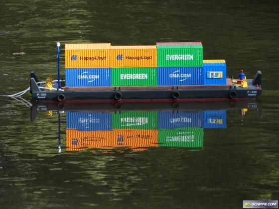 Ponton XXII mit Container