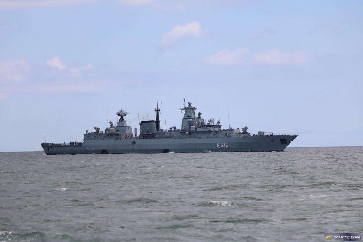 Fregatte Schleswig Holstein am 8.7 in Kiel einlaufend