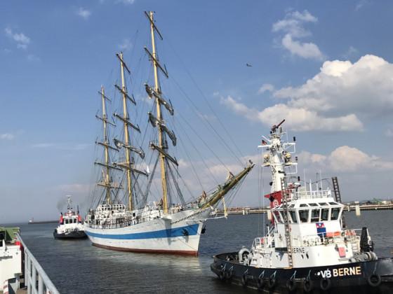 MIR Einfahrt in die Marineschleuse Wilhelmshaven