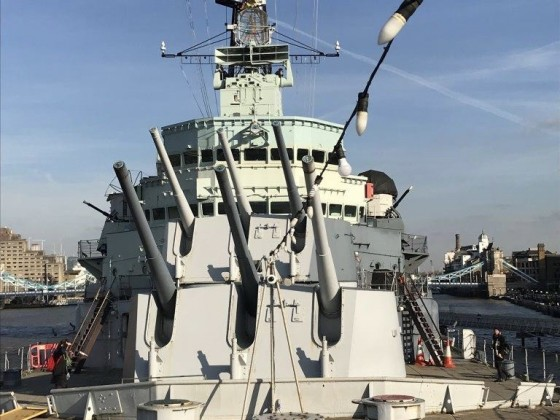 HMS Belast von vorne