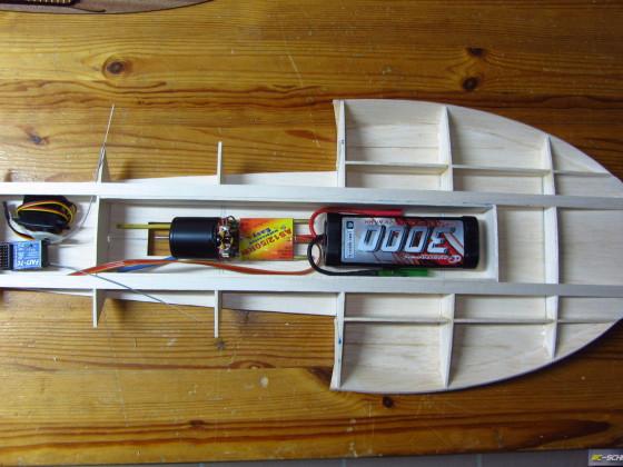 1/16 Hydroplane Notre Dame - erstes Bild mit Equipment... eng wird's