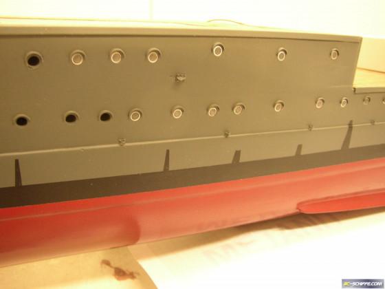 Wasserabläufe mit Filzstift und Tape erstellt
